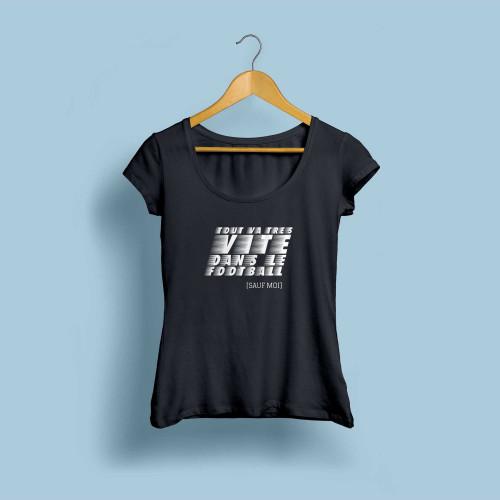 T-shirt femme noir Tout va très vite dans le football